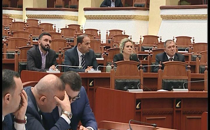 Kush janë 4 deputetët e rinj tradhëtarë të PD dhe LSI që hyjnë në Kuvend. KQZ u jep mandatet