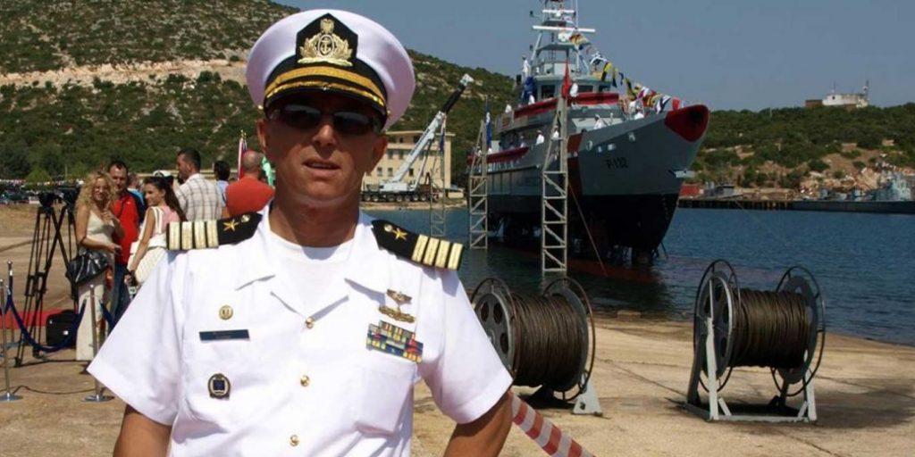 Ceremoni martese në anijen ushtarake/ Shkarkohet zv. komandanti i Forcave Detare Artur Meçollari