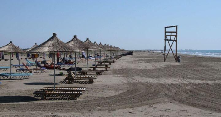 Basha publikon foto të plazheve: Turizmi, dega më e goditur nga pandemia, 100 mijë punonjës rrezikojnë mbijetesën