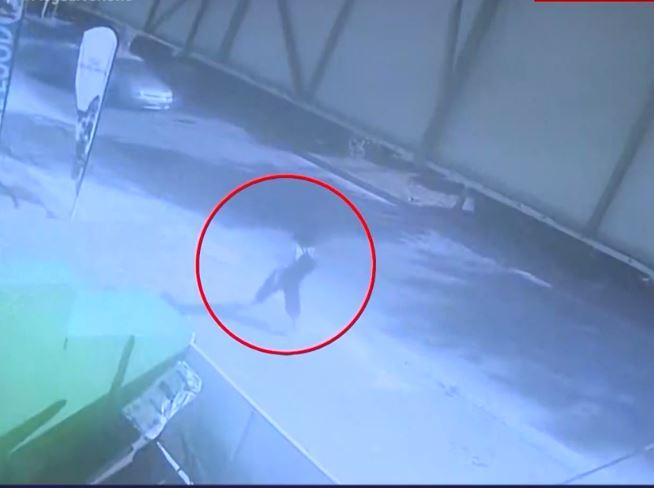VIDEO/Misteri i zhdukjes së 19-vjeçares! Momenti i fundit i kapur nga kamerat e sigurisë